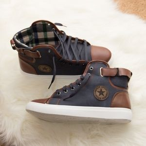 Other - NWT! Unisex Hi-top Sneakers